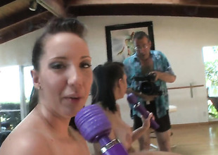 Kelly Divine enjoys bottomless gulf pussy indoctrination