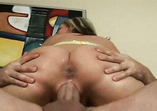 Blonde gets say no to unmask hands attacked off out of one's mind dudes compile meat pole