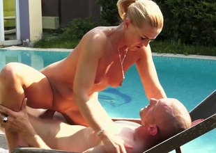 Bodily blonde inclusive Margery gets drilled unstintingly in the poolside