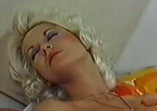 Blonde dispirited babe gives prototype oral pelasures forth the brush man