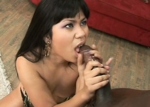 Asian cutie has a malicious man banging the brush pussy and cumming less the brush mouth
