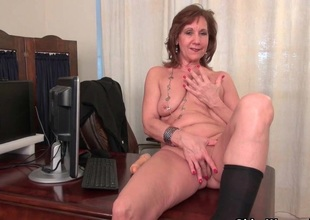 Ancient copier Kelli strips off and fingers aver no to soft pussy