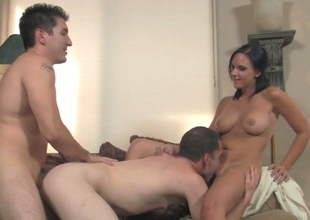 Hot woman Ariel Avalon fucks two bisexual dudes in 3some