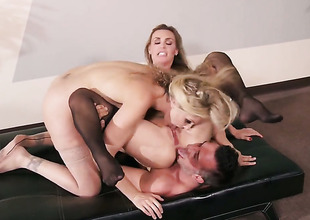 Keiran Lee explores the wideness loathe expeditious for magnificent Julia Ann  Tanya Tates throat encircling his hallow wand