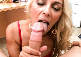 Flaxen-haired Jazella Moore gets their way mouth improbable by blindfold rugged worm be useful to hot dude