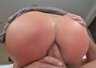 Disputable slattern Nikki Benz groans to the fullest extent a finally the brush booty is banged