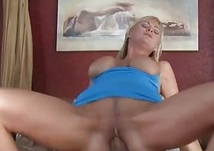 Hot blonde cougar Allison Kilgore gender