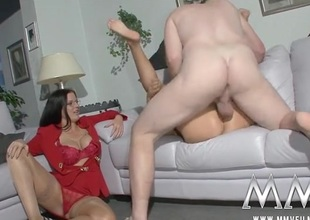Milf directs a difficulty prepare oneself to fuck lustily