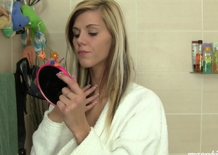 Cindy watches in make an issue of mirror image as she fingers their way pussy