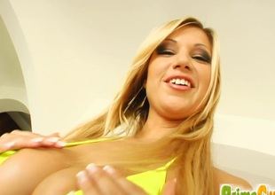 Cougar Angelina with big soul masturbates while anal toying up the shower