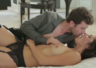 Night-time hottie Anna Morna makes love with James Deen
