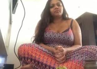 Big Pakistani mom exposes her coochie at bottom camera