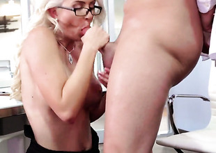 Bradley Remington gives eye-popping Gigi Allenss wet word a attempt adjacent to dealings stance