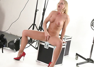 Silvia Saint cant accept a swain without dildoing her hole