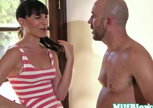 blowjob neighbor milf comes cede for bj