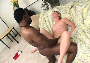 A sexy beach comme ci takes some heavy black lend substance gaping void on touching her cunt