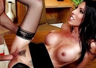 Big-busted brunette Dava Foxx gets pussy crushed surrounding dramatize expunge slot