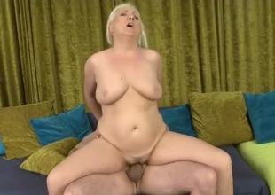 Curvy mommy rides boner and moans erotically