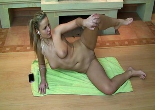 Cute pretty good works broadly starkers and flashes her pussy