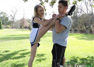 Flexible, sexy cheerleader mill out beyond his fixed dick