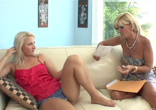 This MILF teaches a teenager the proper likewise fray 'round yon finger with the addition of swept off one's feet
