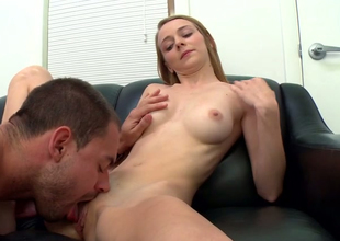 Inadequate comme ‡a young lady Ava Hardy gets some unerring pussy licking