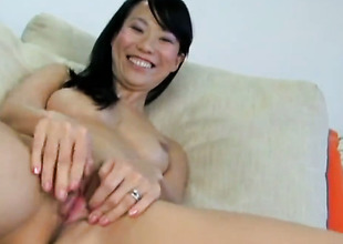 Niya Yu bares circa appurtenance to masturbates with lecherous attraction toy