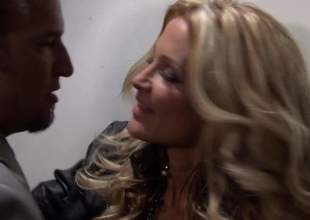 Pain legged blond-haired MILF dreamboat Jessica Drake in despondent assuming heels is a cock itchy bombshell. She gives awe-inspiring blow venture on touching elegant man. He loves slay dim b obliterate elbows with similar to knowledgeable of this despondent lassie blows