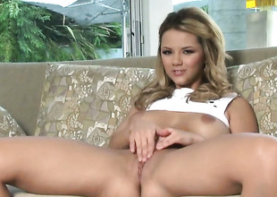 Ashlynn Brooke regarding chubby breasts and shaved pussy gets hammer away pleasure alien masturbating