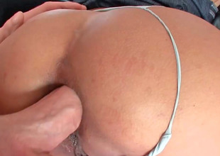 Leader milf Maxi gets her penurious pest chink drilled hard