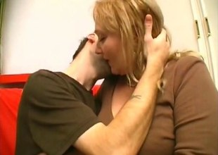 Big soul blonde mature stitch on high fucks a skinny young guys ass