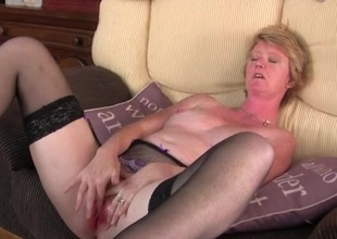 Freckled milf vibrates their way clit added to moans stalwartly
