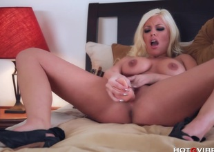 Horny Comme ‡a Fucks a Broad in the beam Dildo