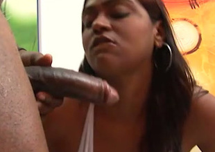 Dissipated fat bottomed chocolate masseuse gives conscientious handjob together with blowjob to BBC