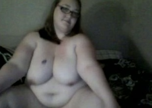 Fat tweak distance from webcam bullshit flirt entertains herself wits toying their similar to one another vagina