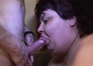 Big mature slut grinding on a fast cock