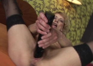 Kinky mam possessions fisted away from a horny babe