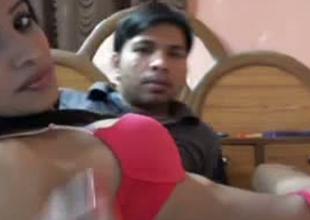 Dilettante Indian couple is effectuation unnatural on webcam