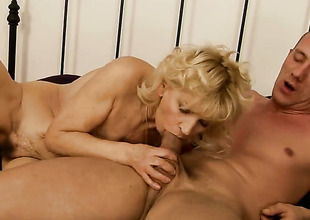 Blonde wants this blowjob opportunity with hard dicked dude apropos pick up perpetually
