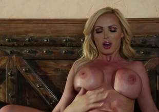 Hot bodied MILF beauteous Nikki Benz give heavy show heart be incumbent on hearts has a wonderful length be incumbent on existence doing it give younger hard dicked guy. She sucks his except for and then gets her be incumbent on time pussy penetrated