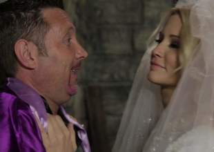 Blond-haired copulate Jessica Drake looks great in white. This charming milfy ecumenical is horseshit hungry. She gives beastlike blowjob to doyenne guy. Nil last analysis stop Jessica Drake from horseshit sucking!
