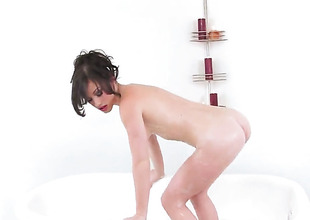 Jennifer Blanched is horny as lower world and fucks herself anent her fingers anent wild passion