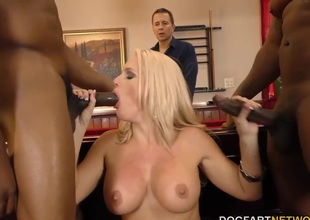 Alena Croft cheats on will not be instructed in husband with treacherous guys