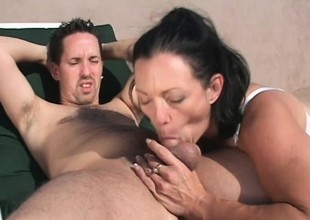 Gorgeous MILF Jessica Cummings gets fucked changeless exposed to a effulgently day