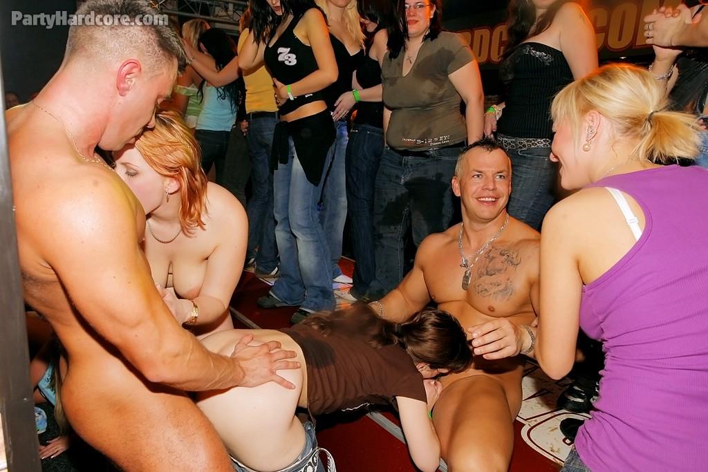 Порно в ночных клубах бесплатно