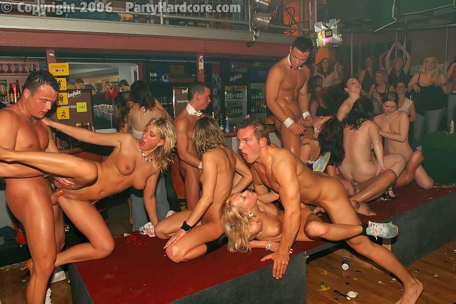 Видео он лайн стриптиз в клубе и секс